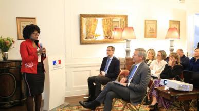 La ministra Mabel Torres se reunió con el Embajador de Francia en Colombia , Gautier Mignot, para dar a conocer la estrategia de democratización de la Ciencia, la Tecnología y la Innovación de Minciencias.