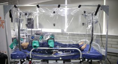 • El Ministerio de Ciencia, Tecnología e Innovación hizo entrega en Medellín de cuatro cabinas despresurizadas para manejo y traslado de pacientes con Covid 19 y otras enfermedades infecciosas.